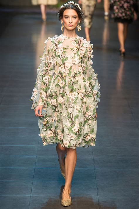 Catwalk To Carpet Alba In Dolce Gabbana by Dolce Gabbana Summer 2014 Searching For Style