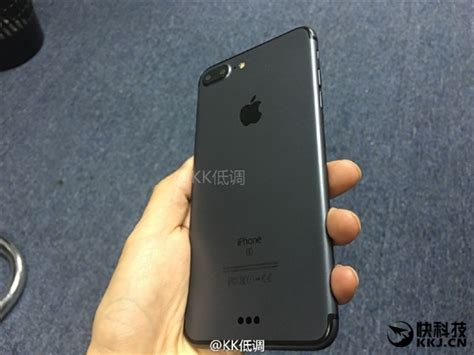 Apple Iphone A Closer Look by Take A Closer Look Of Apple Iphone 7 Plus In Black Color