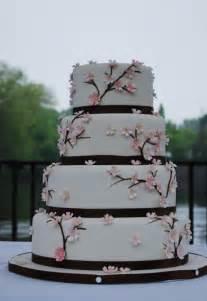 hochzeitstorte zweigeteilt hochzeitstorte on hochzeit boas and wedding cakes