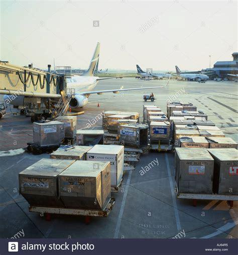 air cargo loading stock photos air cargo loading stock images alamy