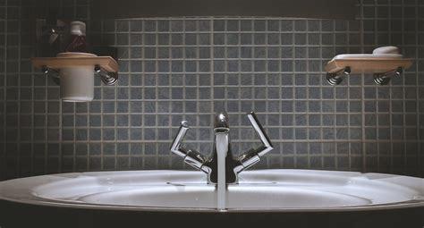 idea piastrelle bagno come scegliere le piastrelle per il bagno idea ceramica