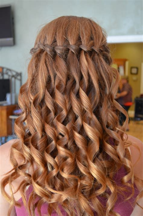 prom hairstyles tight curls follow this step by step tutorial to get the perfect