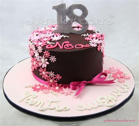torte pasta di zucchero con fiori polvere di zucchero cake design e sugar corsi