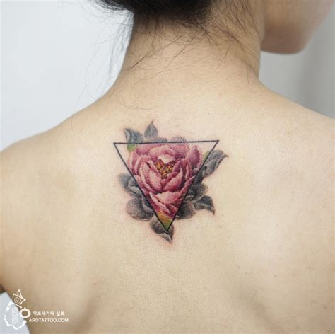 watercolor tattoo dark skin flower tattoos mimic watercolor paintings on skin bored