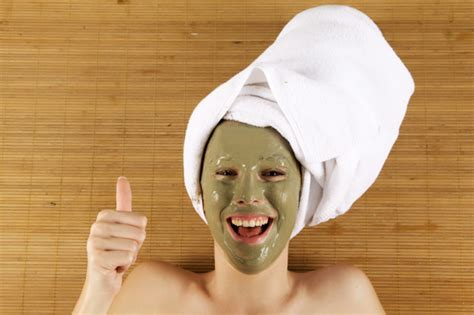 15 Merk Masker Wajah 15 produk masker pemutih wajah alami terbaik dan aman