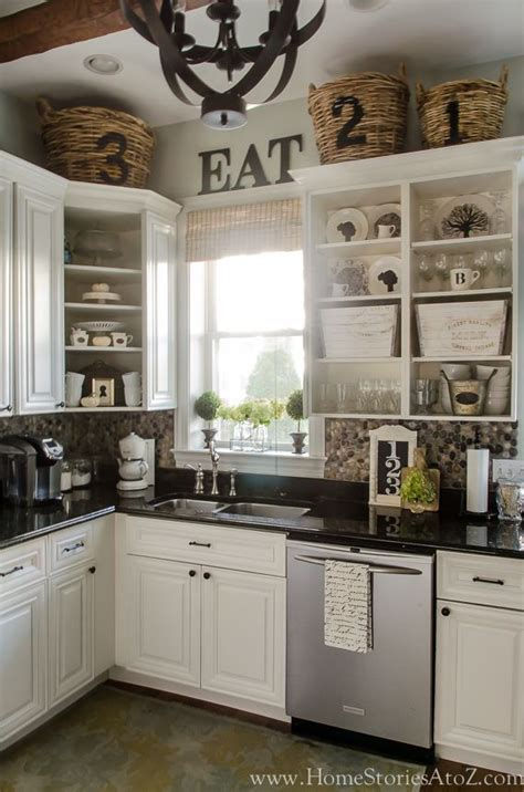 ideas for on top of kitchen cabinets 25 best ideas about above kitchen cabinets on
