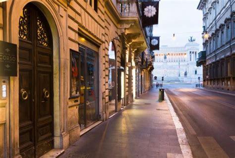 portiere di notte roma tenta violenza su turista in hotel di roma arrestato