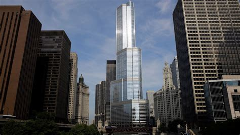 trump tower address museum patron uses ipod to write threat to trump tower