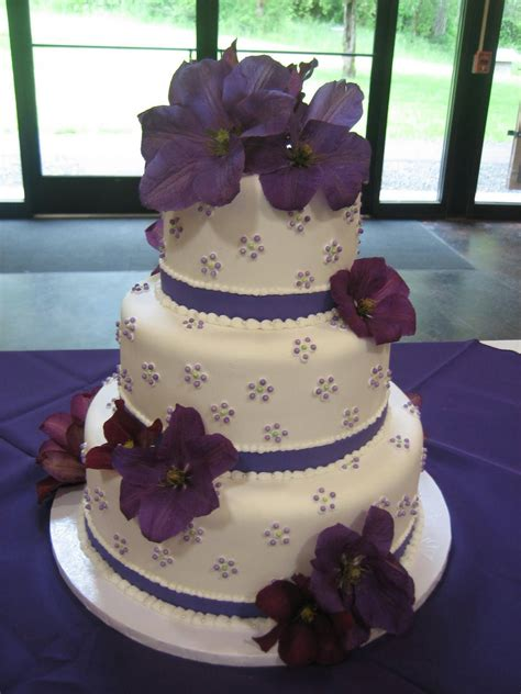 Hochzeitstorte Lila Blumen by Jillicious Discoveries Three Purple Wedding Cakes