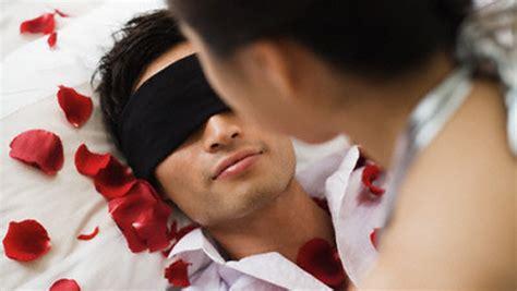 tecniche per far impazzire un uomo a letto coppia le fantasie sessuali generano confusione diredonna