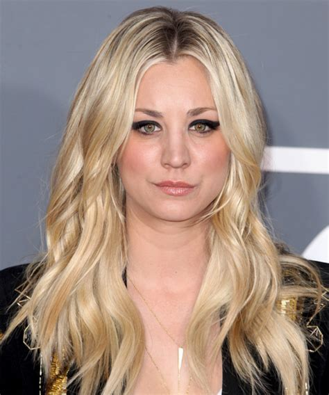 how to get kaley cuocos hairstyle kaley cuoco long wavy casual hairstyle light blonde golden