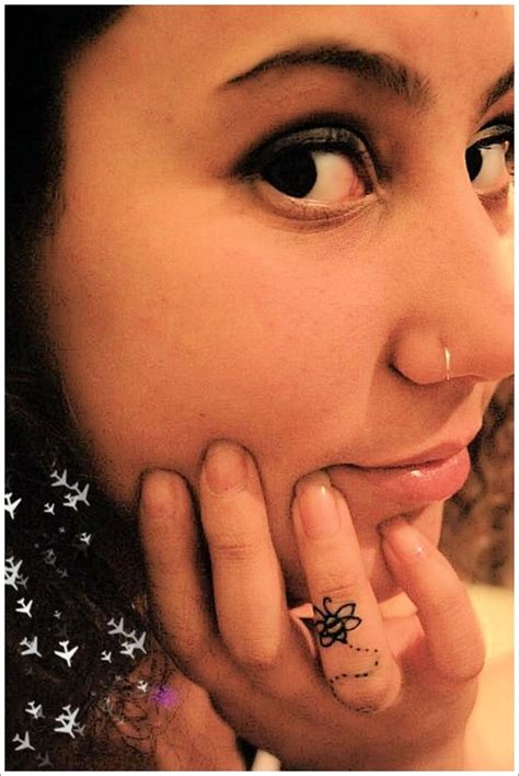 28 Cute Queen Bee Tattoo Designs For Women And Men Bumble Bee Tattoos Meaning