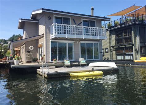 Modern Tiny Homes houseboat living flexibility and style
