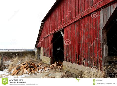 red barn  illinois close  royalty  stock