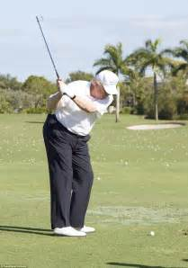 donald trump golf swing trump golfs in florida with ernie els and shinzo abe