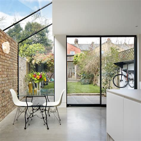 london design house rise design studio adds glass extension to north london house studio przedmiotu