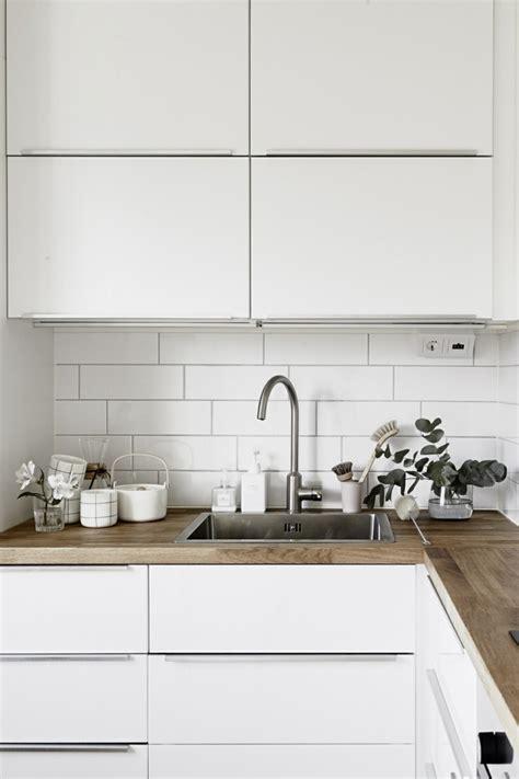 Délicieux Cuisine Laquee Blanche Plan De Travail Gris #2: Plan-de-travail-bois-cuisine-blanche.jpg