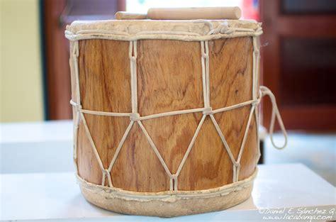 imagenes de instrumentos musicales tipicos de panama caja o tambora instrumento del folclore paname 241 o
