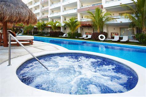 con piscine scalinate e idromassaggio per piscina
