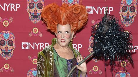 bette midler in hocus pocus costume bette midler brings winifred sanderson back to in