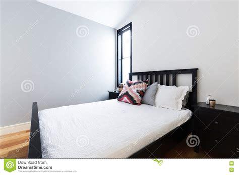 parete grigia da letto interesting pulisca la da letto moderna croccante