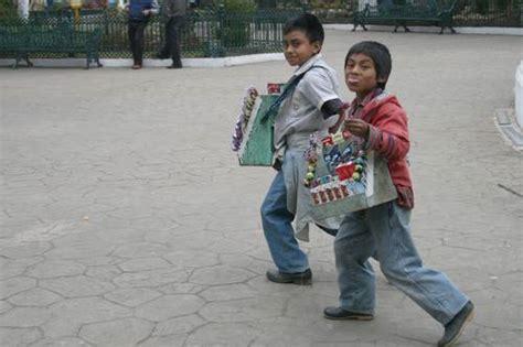 imagenes de niños que trabajan en la calle infancia y trabajo esclavo
