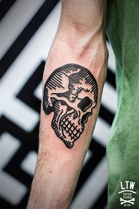 traditional skull tattoo black thick line neo traditional skull by javier rodr 237 guez