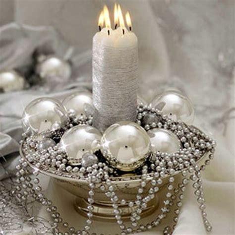 Centros de mesa navideños en color blanco y plata   Dale