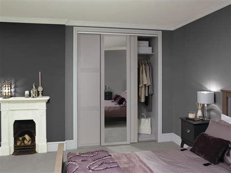 sliding wardrobe doors buying guide howdens