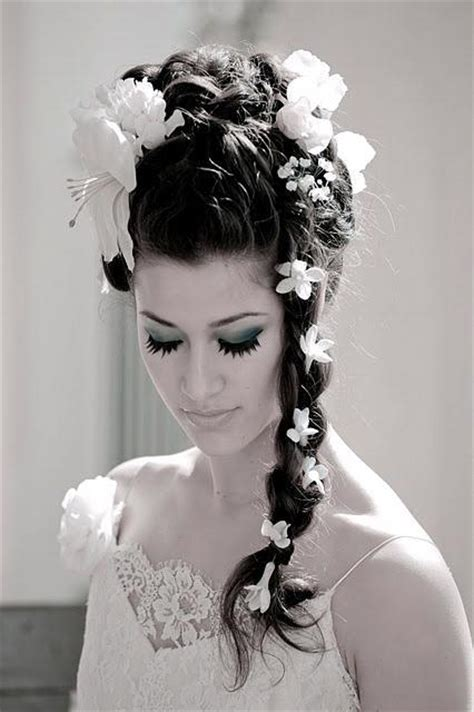the northern wedding hairstyles with flowers