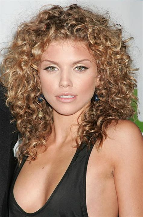 Really Curly Hairstyles by 60 Curly Hairstyles To Look Youthful Yet Flattering