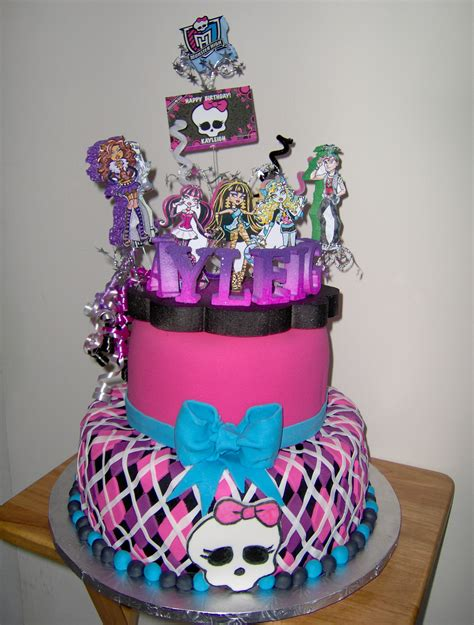 girl themes for cakes 25 monster high cake ideas and designs echomon