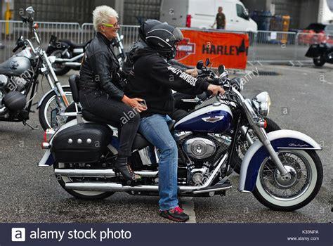 Motorrad Waschen In Hamburg by Motorcycle Woman Harley Davidson Stockfotos Motorcycle