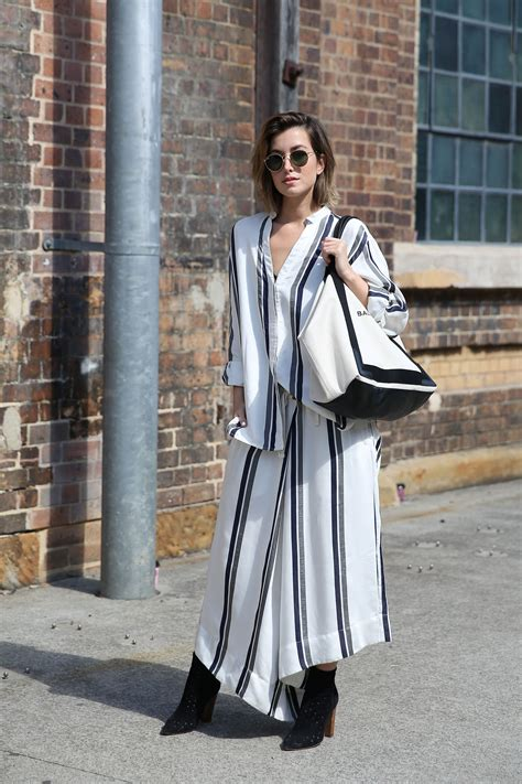 canvas tote bags  street style  stylecaster