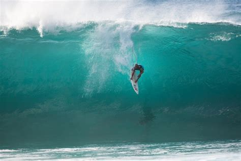 kelly slater surfing pipeline kelly slater the greatest surfer of all times 360guide