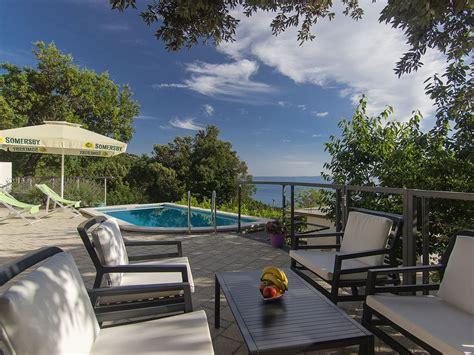 terrasse mit pool ferienhaus bastion mit pool meerblick terrasse garten