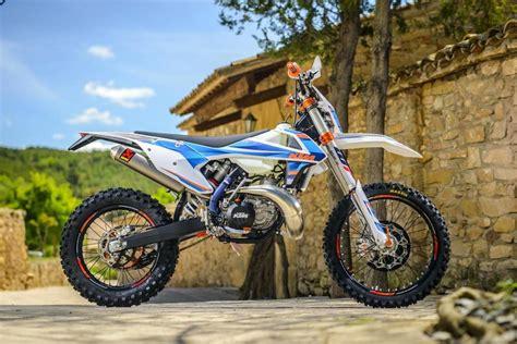 Ktm Motorrad Prospekt by Ktm Exc Enduro 2017 Exc F 350 Exc 300 Und Exc F 500 Test