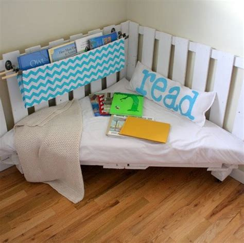 corner reading nook chair 21 diy ideas for pallets use messagenote