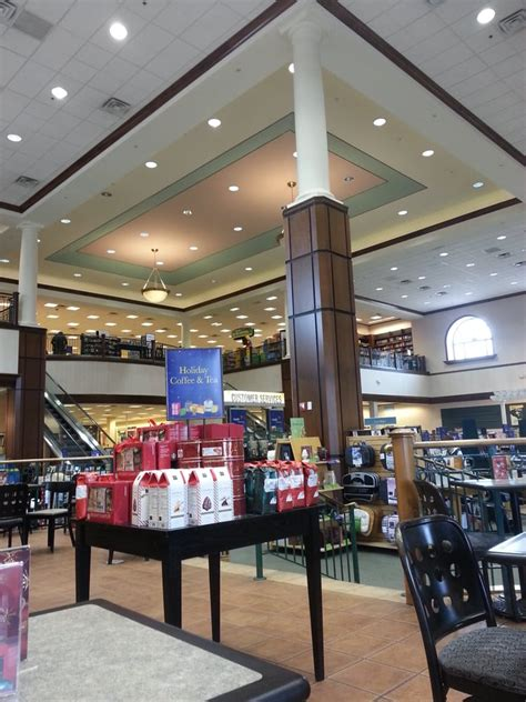 barnes noble booksellers 23 rese barnes noble booksellers 23 photos 45 reviews book