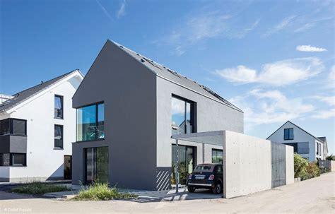 moderne unter dachschraegen fassade haus architektur
