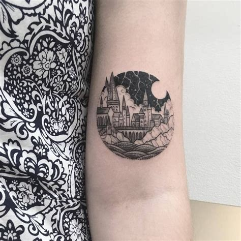 hogwarts tattoo best 25 hogwarts ideas on harry potter