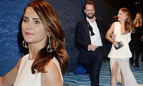 matthew rhys mom keri russell and her beau matthew rhys attend hbo s emmys