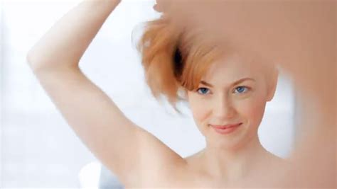 kohler commercial actress redhead in amica commercial newhairstylesformen2014 com