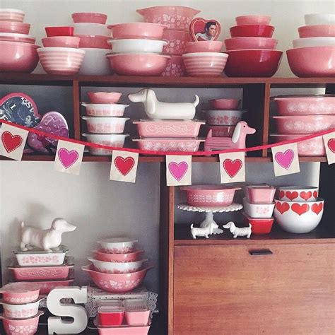 pink retro kitchen collection de 25 bedste id 233 er inden for pyrex display p 229 pinterest