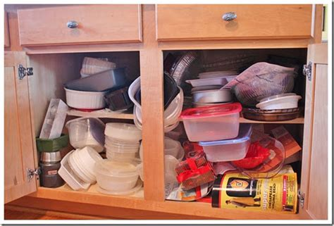 organize cabinets in the kitchen organizing your kitchen cabinets organizing