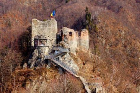 the impaler castle ruines du ch 226 teau poienari en roumanie la forteresse de