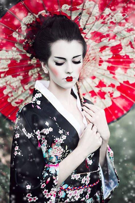Eyeliner Kimono wearing geisha costumes makeup and geishas