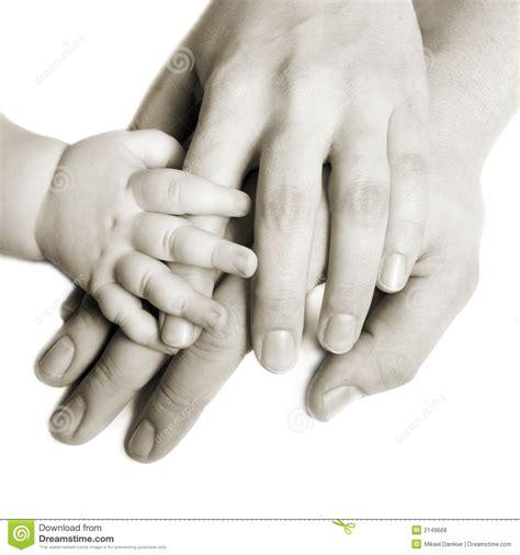 imagenes de manos haciendo ok manos de una familia foto de archivo imagen de hembra