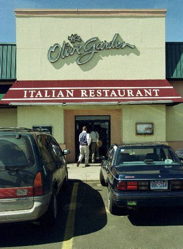 Olive Garden Portage Mi by Portage Olive Garden Provides Meals For Families Visiting