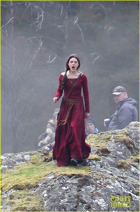 àstrid bergès frisbey and charlie hunnam charlie hunnam films knights of the roundtable in wales